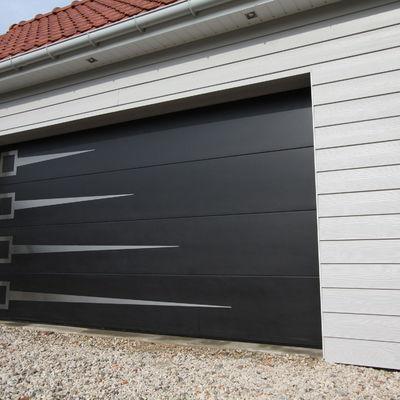 Un trabajador herido grave al caerle a encima una puerta for Puerta garaje metalica