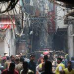 Al menos 43 muertos en el incendio de una fábrica en Nueva Delhi