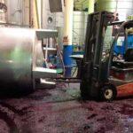 Dos trabajadores fallecen en accidente laboral en una bodega.