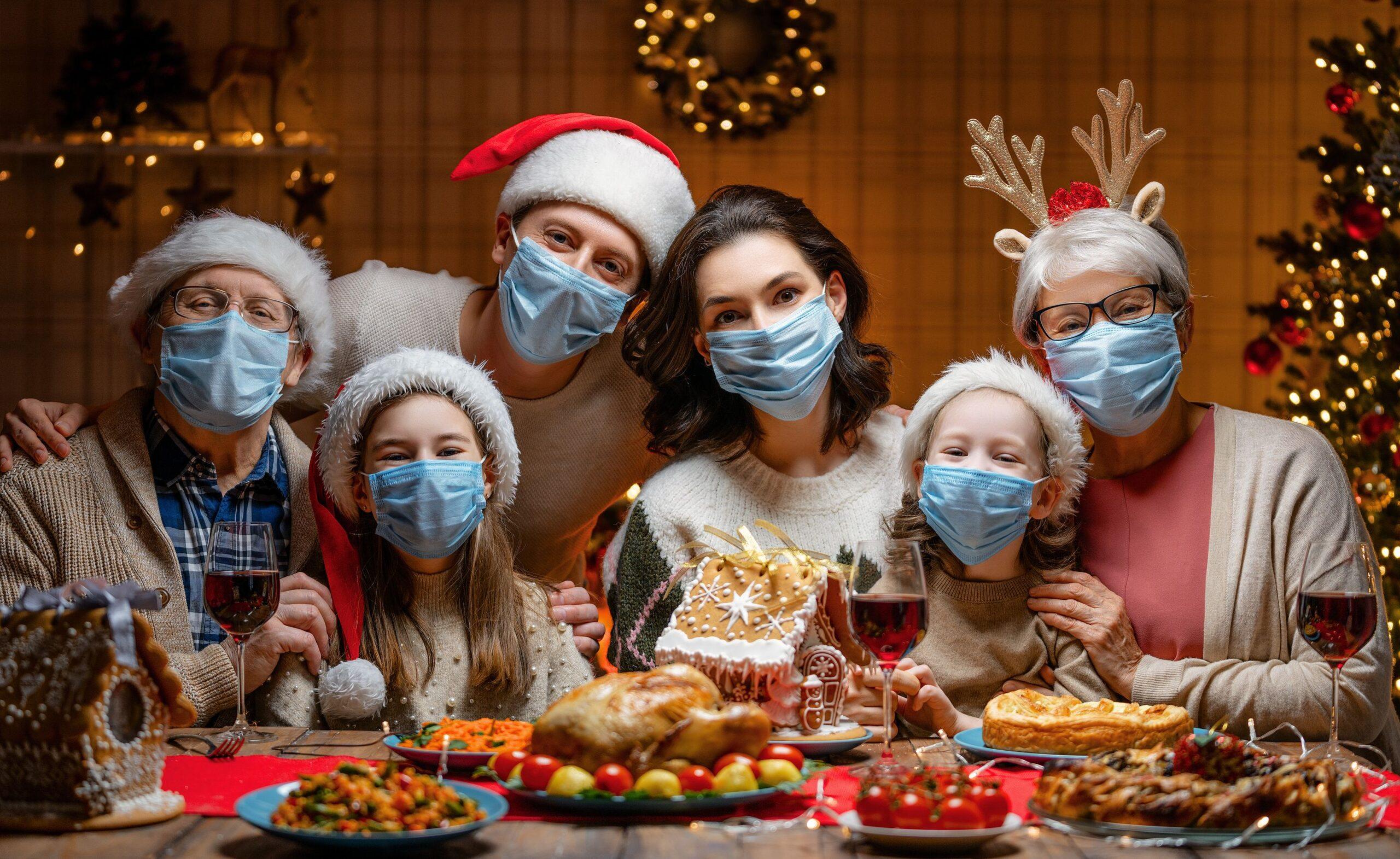Familia en navidad covid